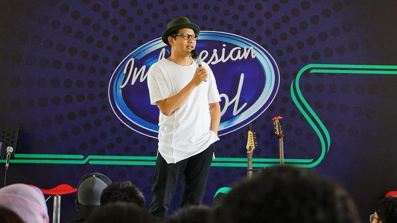 https: img.okeinfo.net content 2017 12 18 598 1832177 diam-diam-armand-maulana-jadi-supir-grab-demi-indonesian-idol-2017-It78kbzKR7.jpg