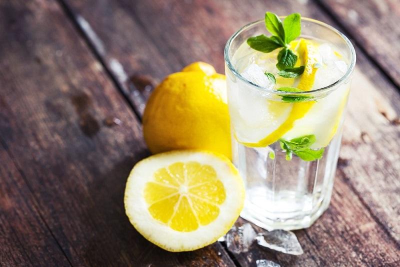 https: img.okeinfo.net content 2017 12 22 481 1834362 7-minuman-pengganti-air-putih-untuk-cegah-dehidrasi-badan-kembali-segar-9dEA6ZApho.jpg