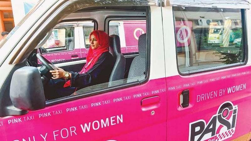 https: img.okeinfo.net content 2017 12 26 18 1835888 taksi-khusus-perempuan-di-karachi-mulai-beroperasi-X8xnJPX8tw.jpg