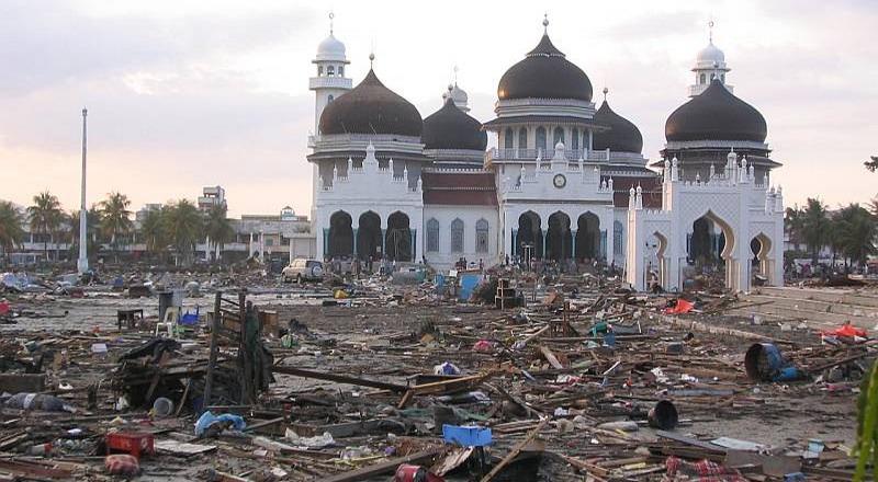 https: img.okeinfo.net content 2017 12 26 337 1835907 mengenang-kembali-13-tahun-tsunami-aceh-yTxxRjxxBi.jpg