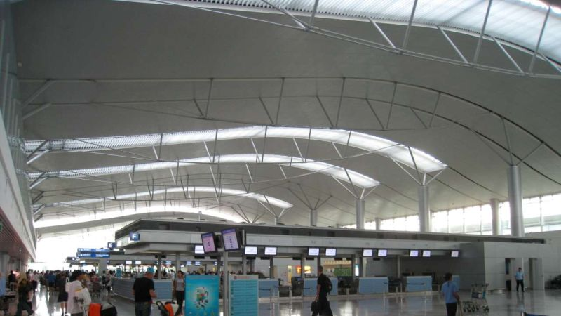 https: img.okeinfo.net content 2017 12 27 18 1836577 otoritas-vietnam-tahan-15-orang-yang-berencana-mengebom-bandara-ho-chi-minh-city-K6GlgbKGUO.jpg