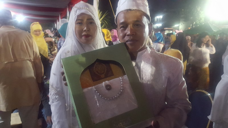 https: img.okeinfo.net content 2018 01 01 196 1838292 nikah-massal-pada-malam-tahun-baru-bikin-jomblo-jomblo-jakarta-baper-bjgU9S8sZg.jpg