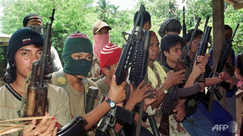 https: img.okeinfo.net content 2018 01 05 18 1840766 militan-abu-sayyaf-penggal-kepala-sepasang-suami-istri-h6a53RKaRq.jpg