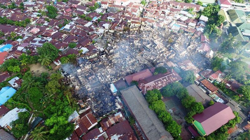 https: img.okeinfo.net content 2018 01 05 340 1840437 kebakaran-hebat-di-balikpapan-tewaskan-3-orang-1-113-jiwa-kehilangan-tempat-tinggal-Z2XarOaIlk.jpg
