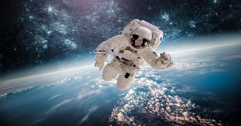 https: img.okeinfo.net content 2018 01 08 56 1841698 5-astronot-terbaik-di-dunia-nomor-3-yang-pertama-berjalan-di-bulan-Tr6SlzrXqo.jpg