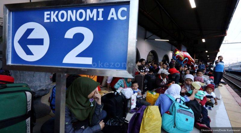 https: img.okeinfo.net content 2018 01 09 320 1842150 4-87-juta-penumpang-diberangkatkan-kai-selama-liburan-paling-banyak-pada-1-januari-XALyKaFULk.jpg