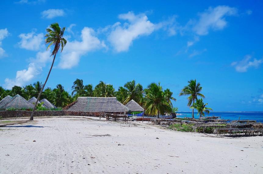 https: img.okeinfo.net content 2018 01 09 406 1842361 keindahan-pantai-nemberala-yang-air-lautnya-dipakai-presiden-jokowi-untuk-basuh-wajahnya-lErnQLOMGe.jpg