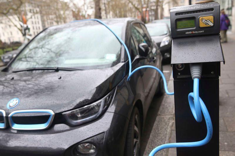 https: img.okeinfo.net content 2018 01 11 15 1843323 pengguna-mobil-listrik-bakal-diberi-hak-istimewa-parkir-gratis-hingga-tol-murah-4kDroHooDD.jpg