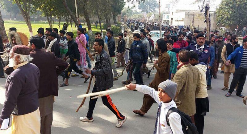 https: img.okeinfo.net content 2018 01 11 18 1843465 dua-warga-sipil-di-pakistan-tewas-dalam-aksi-unjuk-rasa-kasus-pemerkosaan-dan-pembunuhan-olUfKVo1Gs.jpg