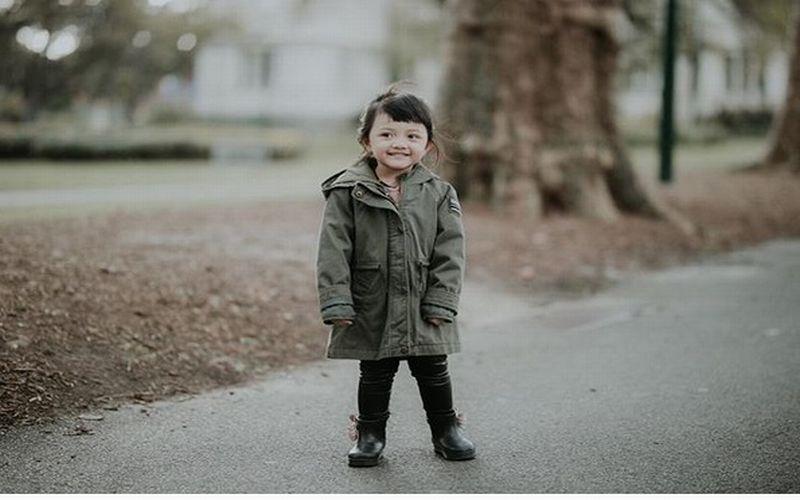 https: img.okeinfo.net content 2018 01 11 194 1843658 tidak-hanya-putri-charlotte-ini-5-anak-selebriti-indonesia-yang-tampil-stylish-dengan-coat-0xyjIkczHC.jpg