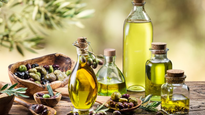 https: img.okeinfo.net content 2018 01 11 298 1843417 olive-oil-disebut-baik-dikonsumsi-setiap-pagi-apa-saja-manfaatnya-Ke8lWSg1Es.jpg