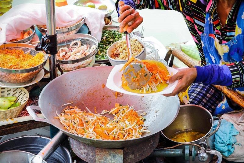 https: img.okeinfo.net content 2018 01 11 298 1843719 pemilik-street-food-asal-thailand-ingin-kembalikan-bintang-michelin-ada-apa-8SW4gaFS8g.jpg