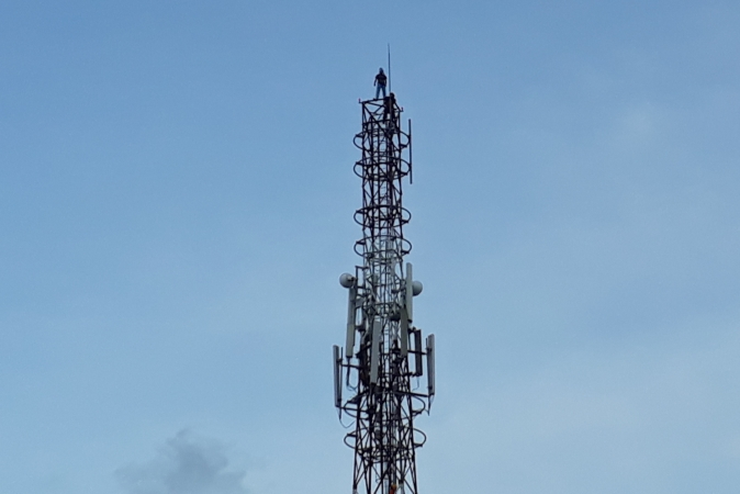 https: img.okeinfo.net content 2018 01 11 340 1843679 pelajar-di-kendari-panjat-tower-42-meter-untuk-bunuh-diri-JRLPQjcgJz.jpg