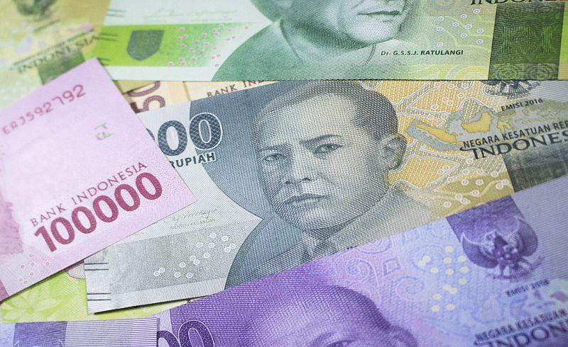 https: img.okeinfo.net content 2018 01 12 278 1844224 rupiah-menguat-ke-rp13-353-usd-kembali-libas-dolar-as-YlIvoItoLX.jpg