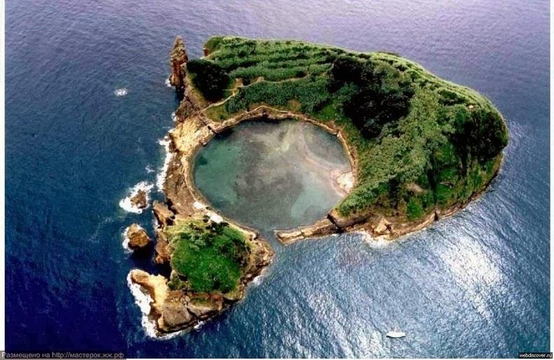 https: img.okeinfo.net content 2018 01 12 406 1843848 ajaib-ada-danau-di-tengah-laut-di-portugal-VqboGNWgQ0.jpg