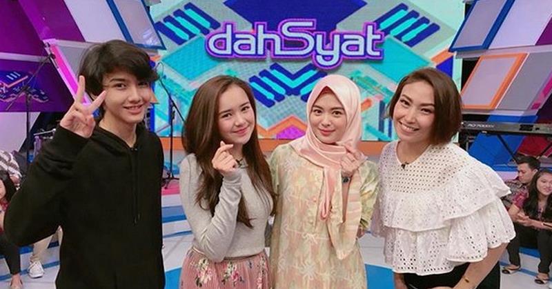 https: img.okeinfo.net content 2018 01 12 598 1843881 cerita-ayana-jihye-moon-hijaber-asal-korea-di-panggung-dahsyat-IisXj6Ln9n.jpg