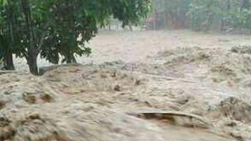 https: img.okeinfo.net content 2018 01 13 340 1844608 jembatan-penghubung-bengkayang-singkawang-roboh-akibat-banjir-ncuZCIQZkx.jpg