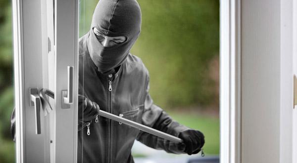 https: img.okeinfo.net content 2018 01 14 338 1844839 dua-pelaku-pencurian-rumah-anggota-dpr-ditangkap-EKEdKfC3nX.jpg