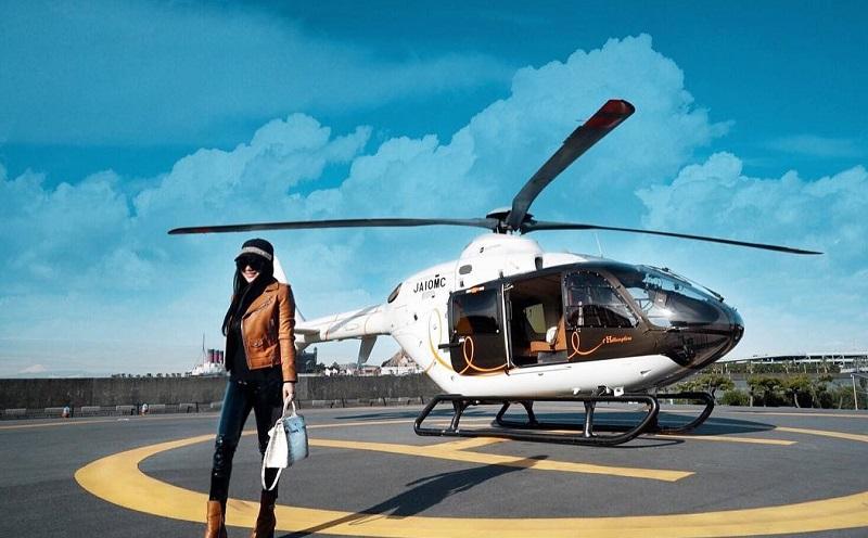 https: img.okeinfo.net content 2018 01 14 406 1844732 liburan-di-jepang-syahrini-naik-helikopter-hermes-ziPtYeCAj2.jpg