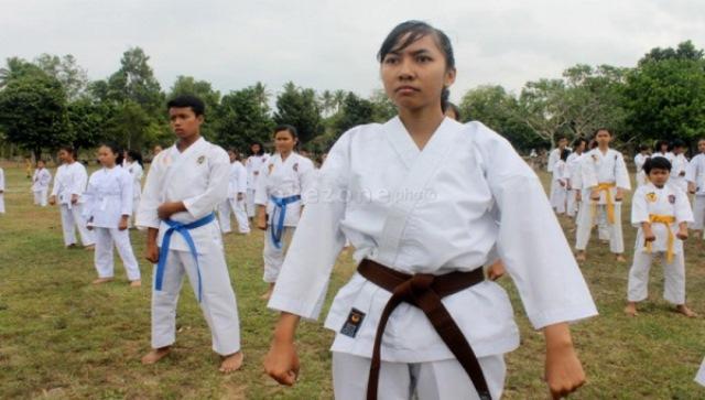 https: img.okeinfo.net content 2018 01 14 43 1844654 7-karateka-nasional-bakal-tampil-dalam-kejuaraan-di-prancis-nRJL5mJbNZ.jpg