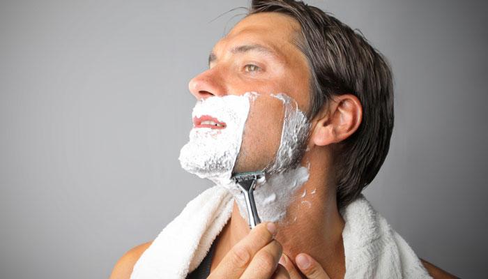 https: img.okeinfo.net content 2018 01 16 194 1845879 7-trik-cukur-janggut-untuk-pria-dengan-kulit-sensitif-agar-tidak-iritasi-lRuVVQJcvI.jpg