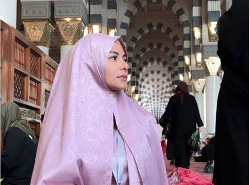 https: img.okeinfo.net content 2018 01 18 33 1847178 meisya-siregar-cantik-berhijab-netizen-semoga-hijabnya-dipakai-terus-setelah-pulang-umrah-wzddVpeHJn.jpg