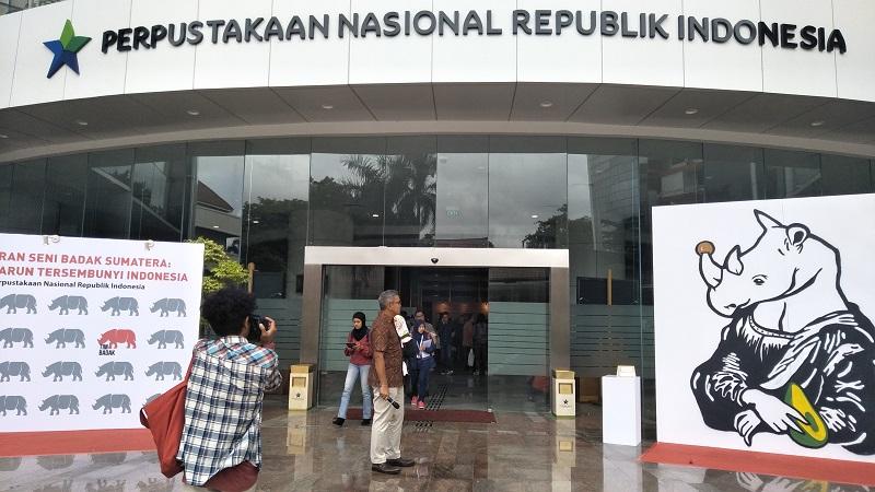 https: img.okeinfo.net content 2018 01 20 406 1847805 libur-akhir-pekan-intip-pameran-lukisan-badak-sumatera-di-perpustakaan-nasional-yuk-HrtVUAlFYl.jpg