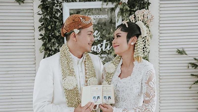 https: img.okeinfo.net content 2018 01 21 33 1848096 ardina-rasti-dan-arie-dwi-andhika-sempat-ingin-nikah-diam-diam-hqwDqVT5qQ.jpg