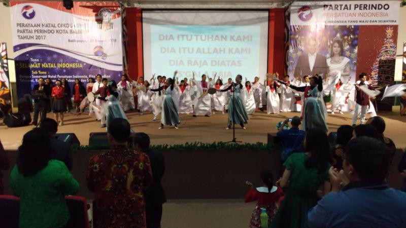 https: img.okeinfo.net content 2018 01 21 340 1848065 perayaan-natal-bersama-perindo-balikpapan-rekatkan-persatuan-indonesia-7p4f8ZRf6u.jpg