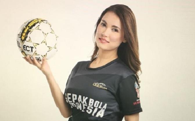 https: img.okeinfo.net content 2018 01 26 207 1850680 miyabi-pakai-jersey-timnas-indonesia-netizen-sungguh-cinta-indonesia-uV6yHVCA8F.jpg