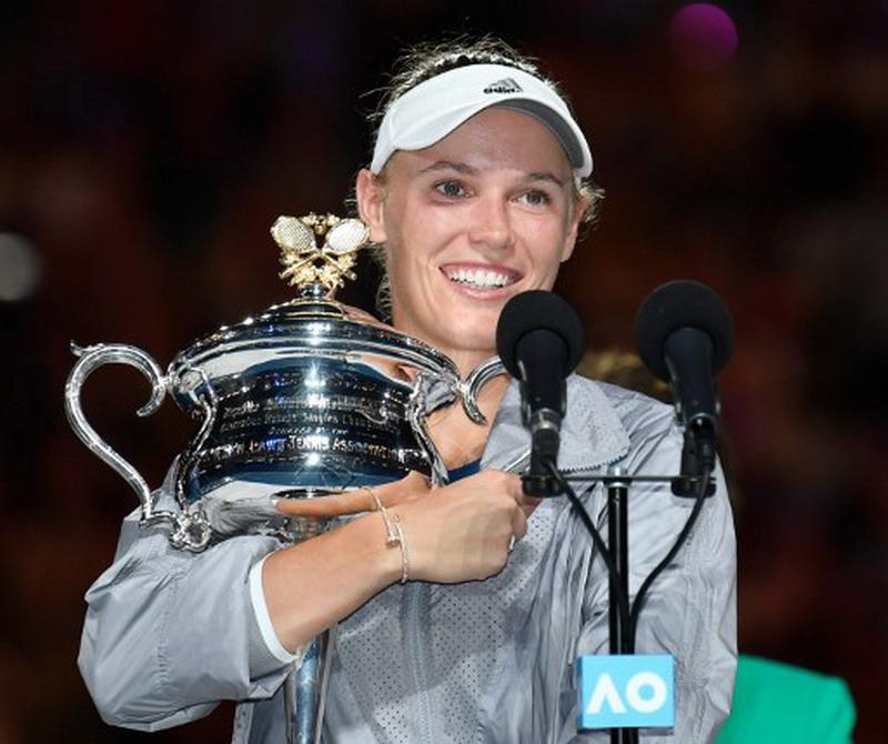 https: img.okeinfo.net content 2018 01 27 40 1851141 wozniacki-angkat-trofi-pertamanya-di-australia-open-2018-O3UblPFGAB.jpg
