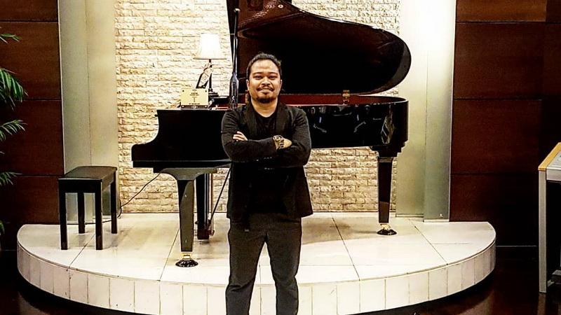 https: img.okeinfo.net content 2018 01 31 205 1852463 is-eks-payung-teduh-mantap-jalani-solo-karier-zpRj3LZI6j.jpg