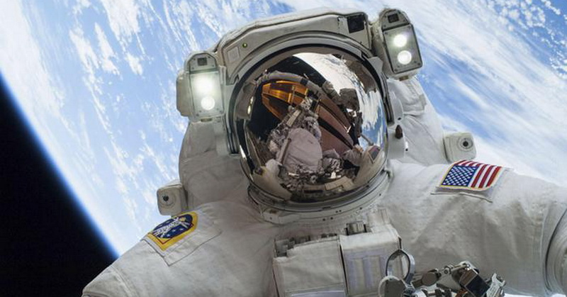 https: img.okeinfo.net content 2018 02 01 56 1853021 apakah-astronot-melihat-fenomena-gerhana-bulan-11M0N4aBsO.jpg