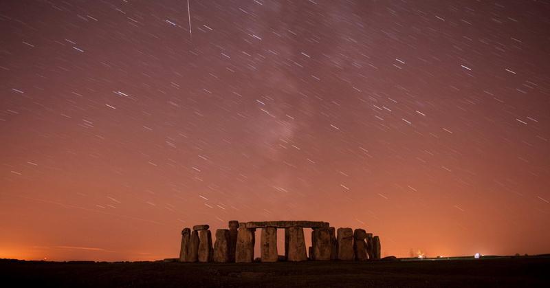 https: img.okeinfo.net content 2018 02 02 56 1853959 fenomena-hujan-meteor-hingga-bulan-hitam-di-langit-malam-0gWzFA83vN.jpg