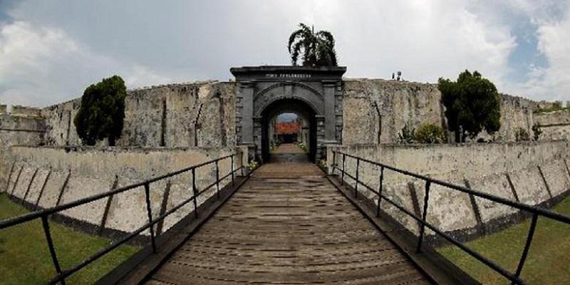 https: img.okeinfo.net content 2018 02 05 406 1854872 fort-marlborough-benteng-berusia-358-tahun-yang-tidak-pernah-direnovasi-kyQSMxXWaH.jpeg