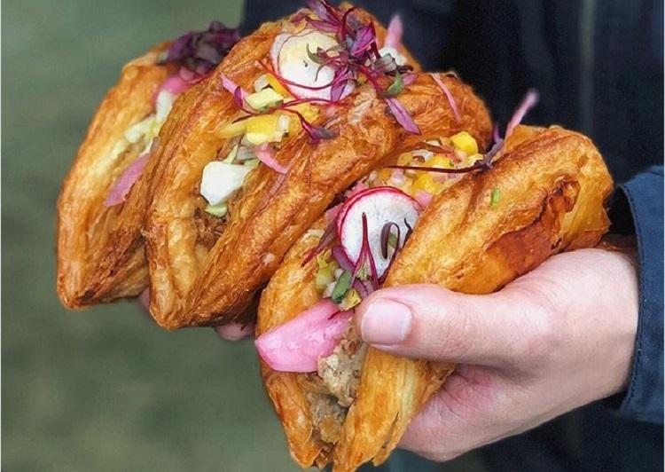 https: img.okeinfo.net content 2018 02 06 298 1855387 kelezatan-tacros-paduan-taco-dan-croissant-dengan-rasa-unik-yang-mengenyangkan-sAuLYFFxOM.jpg