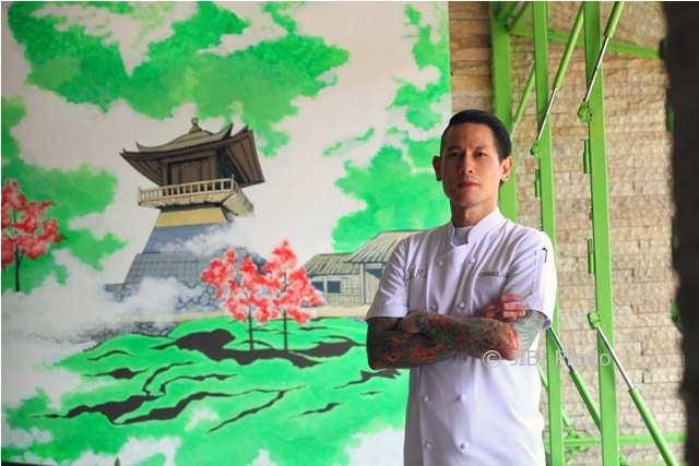 https: img.okeinfo.net content 2018 02 09 298 1857278 fun-cooking-demo-ala-chef-juna-buka-rakernas-asosiasi-juru-masak-indonesia-wGluS1HVnD.jpg