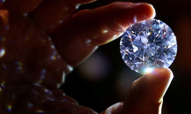 https: img.okeinfo.net content 2018 02 10 194 1857669 berlian-putih-terlangka-di-dunia-dijual-di-london-tertarik-InFjvqiaYQ.JPG