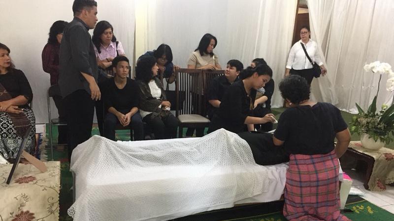 https: img.okeinfo.net content 2018 02 10 33 1857568 jenazah-advent-bangun-dimakamkan-besok-PoBP3d4HIp.jpg