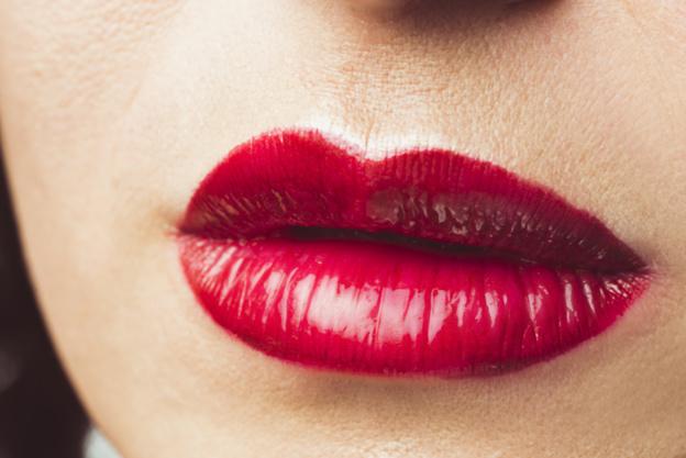 https: img.okeinfo.net content 2018 02 13 12 1859047 menjaga-bibir-tetap-sehat-dengan-lipstik-CD2pD9L1LO.jpg