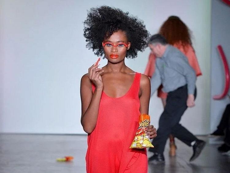 https: img.okeinfo.net content 2018 02 13 298 1859026 kudapan-ringan-cheetos-hiasi-panggung-runway-new-york-fashion-week-vRfL7HUeEW.jpg