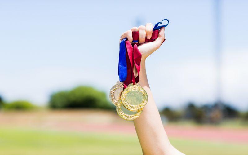 https: img.okeinfo.net content 2018 02 13 65 1858861 mahasiswa-uns-raih-medali-emas-dalam-kompetisi-internasional-di-bangkok-zGe4burDn7.jpg