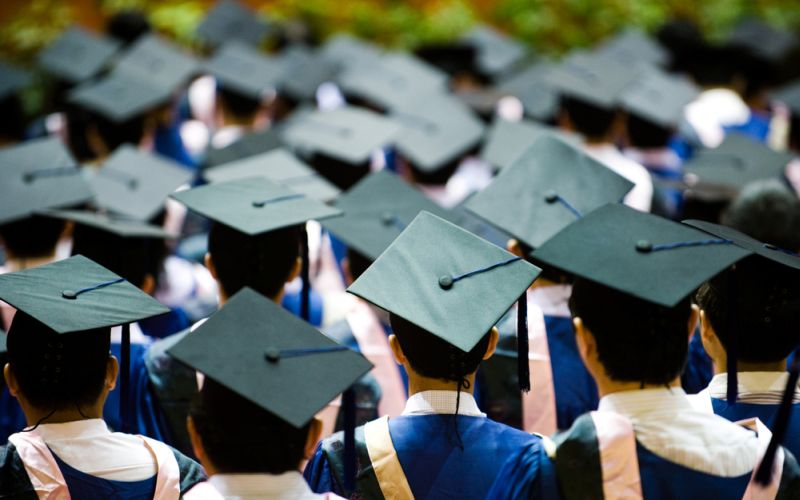 https: img.okeinfo.net content 2018 02 13 65 1859042 akreditas-kampus-mati-mahasiswa-unsrat-batal-diwisuda-lIizmSfdLd.jpg