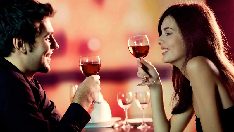 https: img.okeinfo.net content 2018 02 14 194 1859277 padu-padan-busana-pria-untuk-kencan-romantis-di-hari-valentine-HvOLHSnWku.jpg