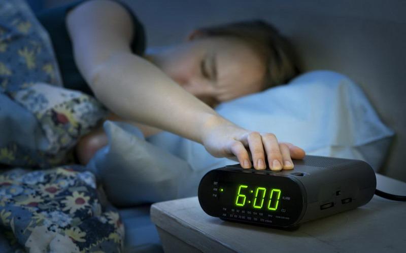 https: img.okeinfo.net content 2018 02 14 481 1859269 jangan-pilih-snooze-saat-alarm-berbunyi-bahaya-kesehatan-mengancam-QMIwwhpboy.jpg