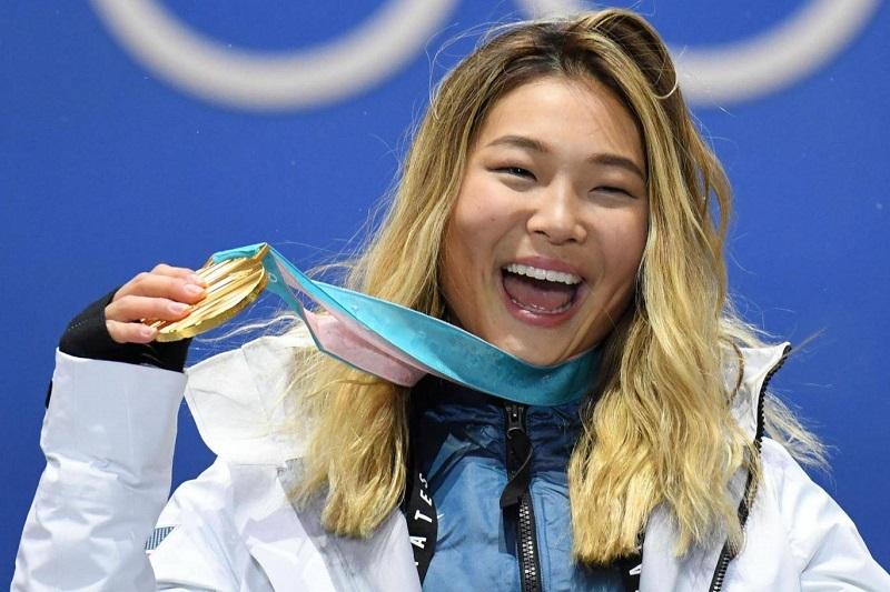 https: img.okeinfo.net content 2018 02 15 194 1860192 atlet-wanita-ini-tahan-tangis-saat-raih-medali-emas-alasannya-demi-eyeliner-cIThBYKkPu.jpg