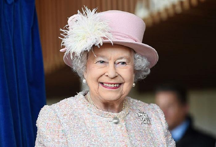 https: img.okeinfo.net content 2018 02 15 196 1860170 ratu-elizabeth-ii-larang-penggunaan-plastik-di-lingkungan-kerajaan-inggris-otj1tAE02k.jpg