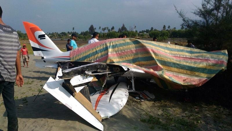 https: img.okeinfo.net content 2018 02 17 340 1860898 pesawat-milik-gubernur-aceh-mendarat-darurat-di-pantai-MewVIrFU3f.jpg