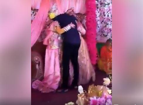 https: img.okeinfo.net content 2018 03 02 340 1866974 pengantin-wanita-pingsan-usai-dipeluk-mantan-di-pelaminan-MFNUlZe9oE.JPG