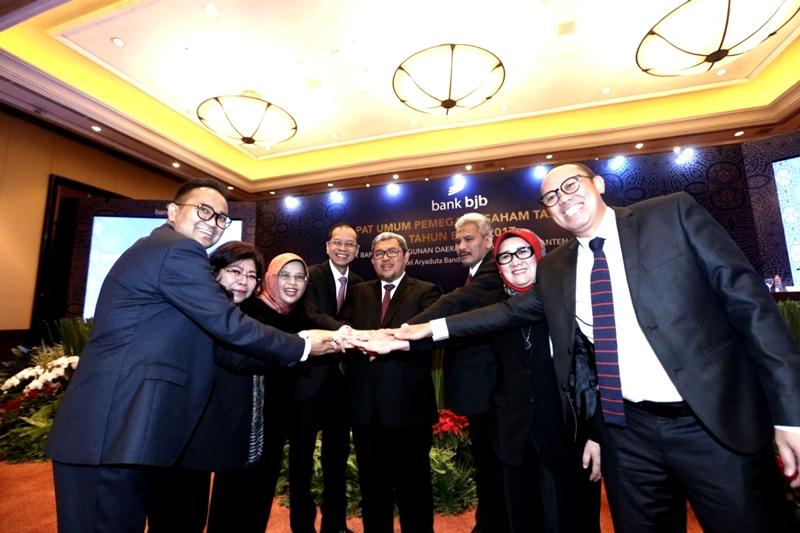 https: img.okeinfo.net content 2018 03 06 1 1868632 gubernur-jabar-apresiasi-pencapaian-kinerja-bank-bjb-2017-3lKkjw1VLc.jpg